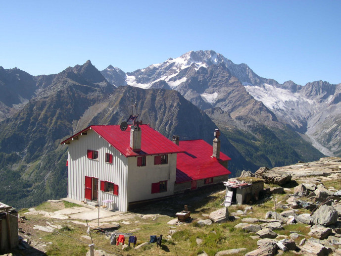 Rif. Longoni 2450m