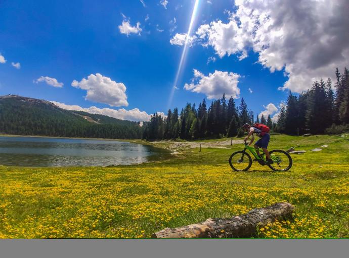 Stage e-bike + escursione sulle sponde del Lago Palù e degustazione in alpeggio