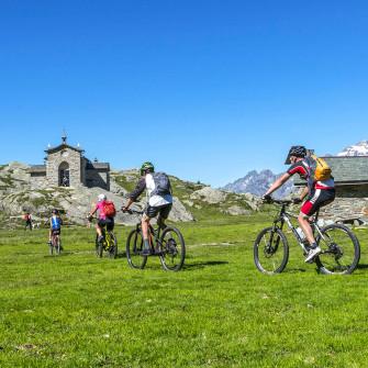 E-bike tour in rifugio con vista sulle Alpi