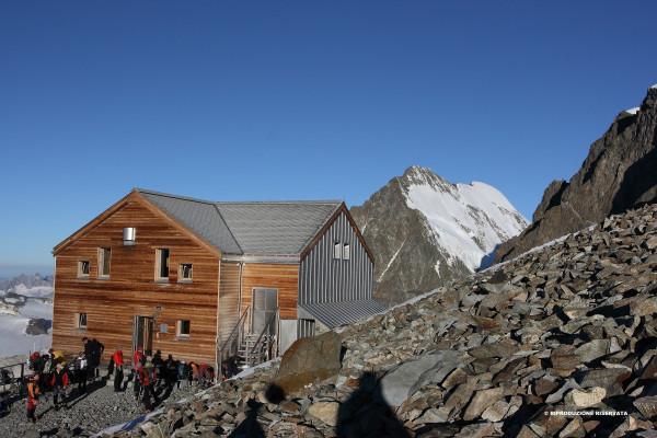 Rifugio Marco e Rosa per la salita al Bernina