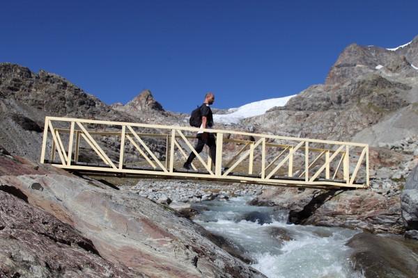 Ponte lungo il sentiero glaciologico